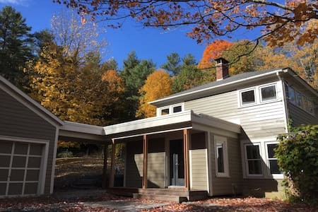 Bright remodeled home with lovely views Norwich VT - Norwich - Huis