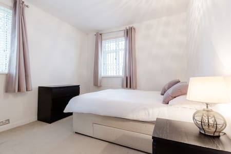 Bright, sunny double room in ZONE 2 - Apartment