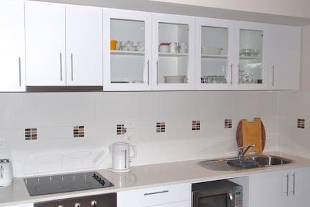 Modern One Bedroom - West Perth - Lägenhet