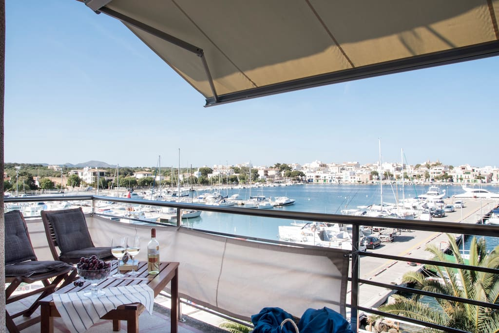 A balcony over the marina. The best location in Porto Colom and at the same time off the beaten track.