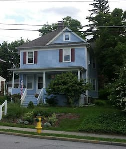 Cozy private room share yard. - Ossining - House