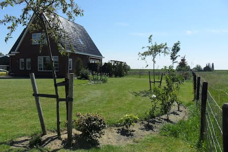 Country side near lake IJsselmeer - Bed & Breakfast