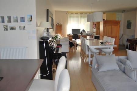 Chambre dans maison moderne à 8 minutes de Rouen. - Maison