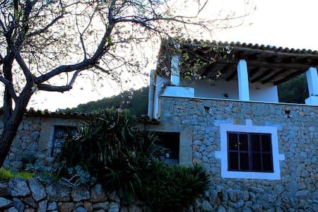 Refugio EN EL CAMPO - House