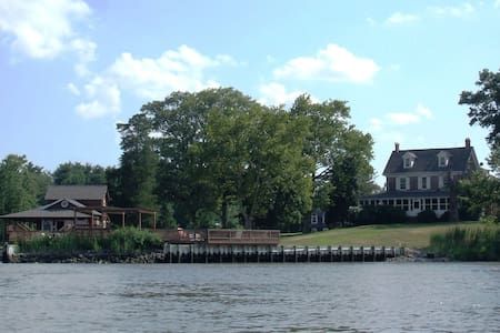 Eagle Manor: waterfront estate by the Jersey Shore - Bridgeton - Apartment
