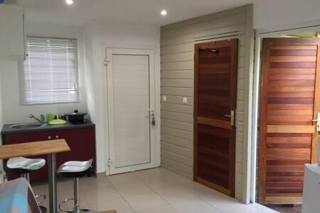 studio plein pied neuf wifi - Condominium