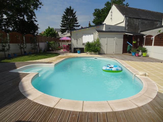 Studio pr s botanique avec piscine maisons louer la for Piscine la riche