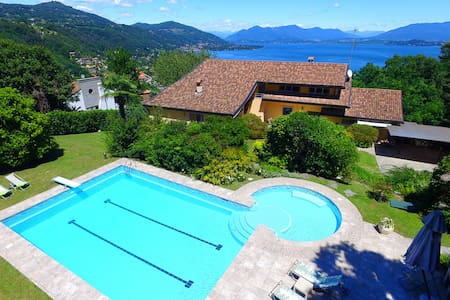 Stunning villa with pool, private spa, lakeviews! - Meina - Villa