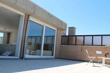 Penthouse with 8m frontal sea view + free parking - Middelkerke - Apartment