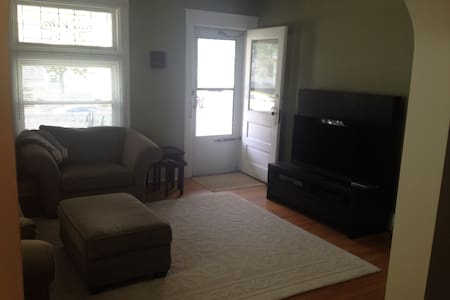 Spacious first floor 1BR apartment (+8' x 8' den) in 2-family home in the heart of Oakley (approximately 850 sq/ft).  Walking distance to Oakley Square and a 10-minute uber/cab ride to downtown Cincinnati.  This is a smoke-free and pet-free home.