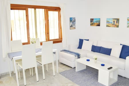 Close to beach with swimmingpool - Appartement