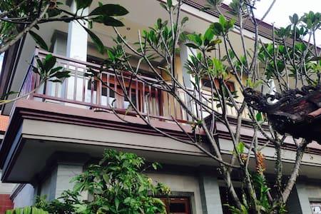 Pio - Pio House Close to Yoga Barn - Ubud - Bed & Breakfast
