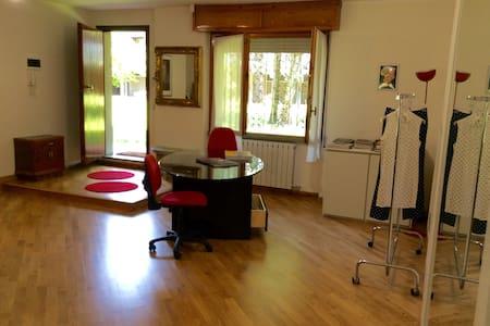 UFFICIO - SHOW - ROOM - Wohnung