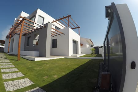 4 bedrooms vila at 3 km from beach - Casa