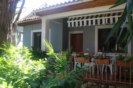 Family Beach Villa - Golem - Villa