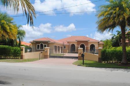Exclusive villa mansion in Miami, pure luxury! - Miami