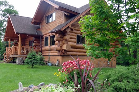 Whitetail Kitchenette Suite - Two Harbors - Bed & Breakfast
