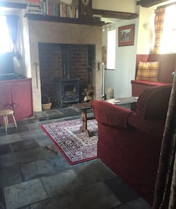 Charming and cosy Honeyspot Cottage - Winster - House