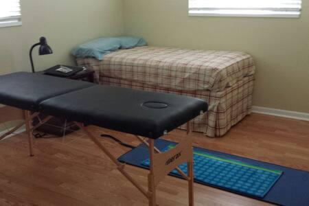 Cozy Ki Energy Healing Retreat room