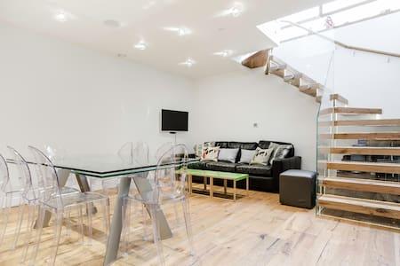 Exquisite Central Soho Apartment