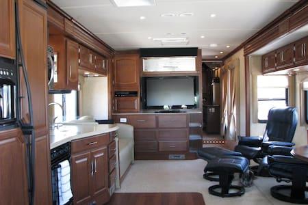 Cozy Luxury Motorhome - Camper/RV