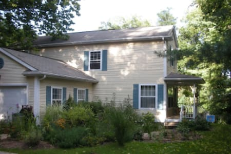 Welcome to Isabel's Air B&B! - Bloomington - Bed & Breakfast