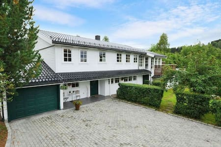 Beautiful and spacious house 1 hour from Oslo! - Rumah
