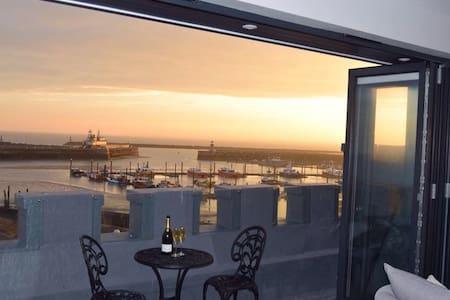 Royal Harbour Penthouse - Apartment