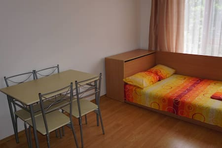 Cozy studio 25 mins walk from the beach. - Apartamento
