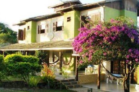 Casas, apartamentos e suites em Praia do Rosa - Bed & Breakfast