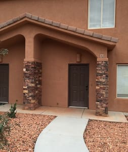 Gorgeous Townhouse Near Zion, Grand Canyon, Bryce - Townhouse