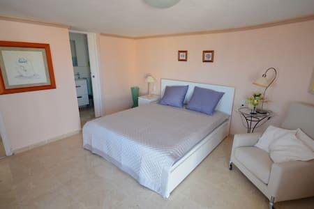 Zimmer mit Bad und Terrasse - Dénia - House