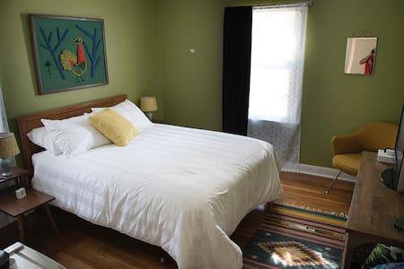 Private room + bath close to TTU - Lubbock