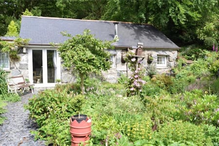 TYN TWLL converted barn / annex - Kisház
