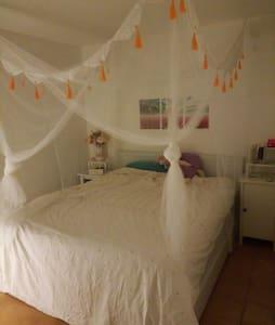 Dormir en una casa de 230 años - Casa