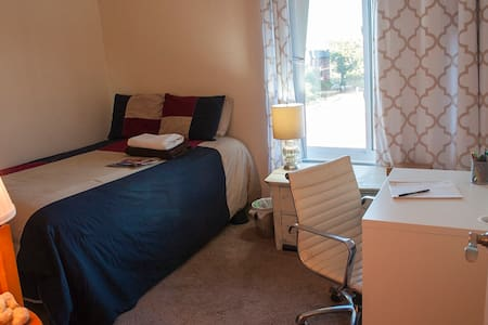 Relaxed Private Bedroom Near Conv. Center/U St. - Washington - Apartment