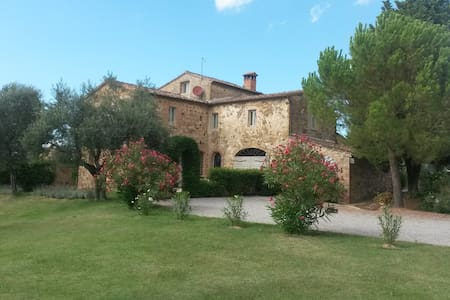 Tuscan farmhouse with heated pool - Rumah