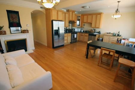 Room type: Shared room Bed type: Futon Property type: Townhouse Accommodates: 2 Bedrooms: 1 Bathrooms: 1.5
