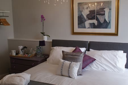 Room 1 - Double with private bath - Bed & Breakfast