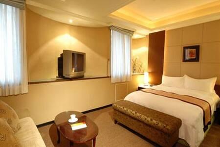 Leader Hotel Taoyuan-SUITE ROOM - 台灣桃園市 - Bed & Breakfast