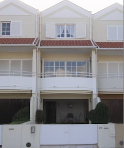 Casa con Ria y Mar - Şehir evi
