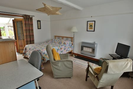Large double room in seaside house - Casa
