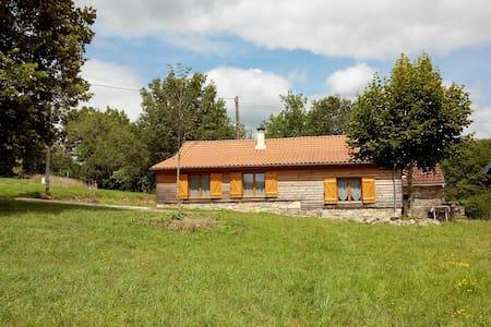 Chalet calme dans vallée de la Dordogne - Casa