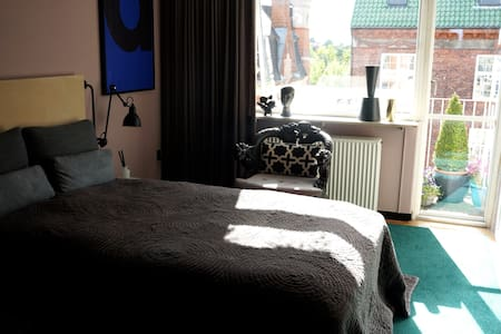 A sophisticated calm and sunny room with your own spacious balcony in one of the best locations in Copenhagen.  It is suitable for both young as well as for more mature guests, who will enjoy the nearby culture life as well as the calm surroundings.