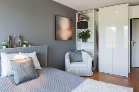 La Dolce Vita - Lake Lugano  Room 2 - Bed & Breakfast