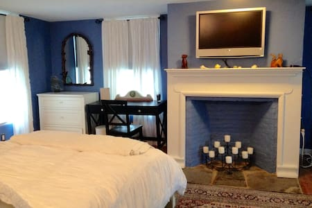 Comfortable quiet  in historic home - Rhinebeck - Casa