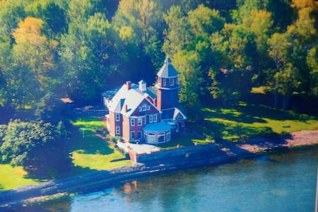 Braddock Point Lighthouse -Coleman - Hilton - Bed & Breakfast