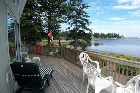 Executive Waterfront home overlooking Shediac - House