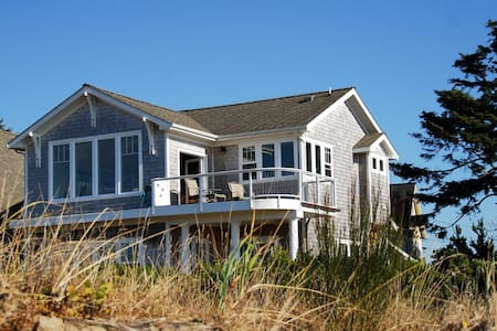 WATERFRONT Bayside Bungalow, steps to the beach! - Lincoln City