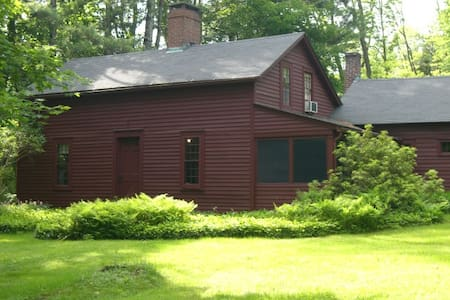 Antique Cottage in the Berkshires - Talo
